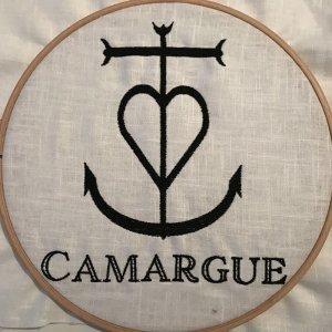 Stickdatei Camargue Symbol Kreuz Vollstick La Croix de Camargue